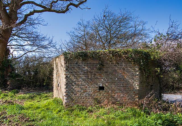 WWII Hampshire: Hayling Island - Daw Lane pillbox (15)