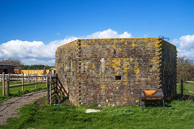 WWII Hampshire: Hayling Island - Mill Rithe pillbox (18)