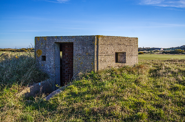 WWII Hampshire: Hayling Island - Sinah Common pillbox no. 5 (33)