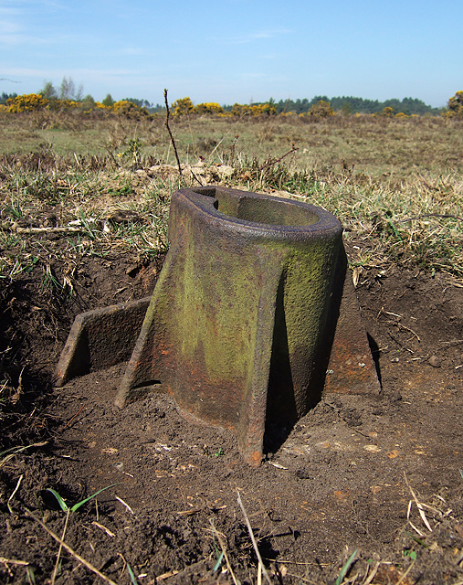 WWII Hampshire - RAF Beaulieu airfield: Signals Mortar (4)