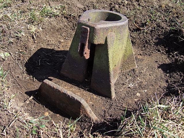 WWII Hampshire - RAF Beaulieu airfield: Signals Mortar (5)