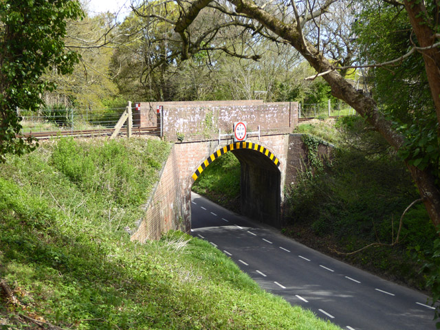 Railway bridge over Havenstreet Main Road