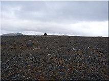 NG9873 : Summit cairn on Beinn Làir by Richard Law