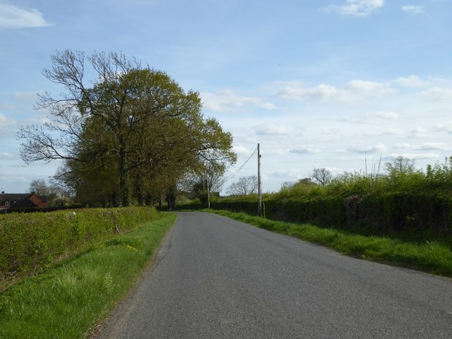 Country road at Ditchford Bank
