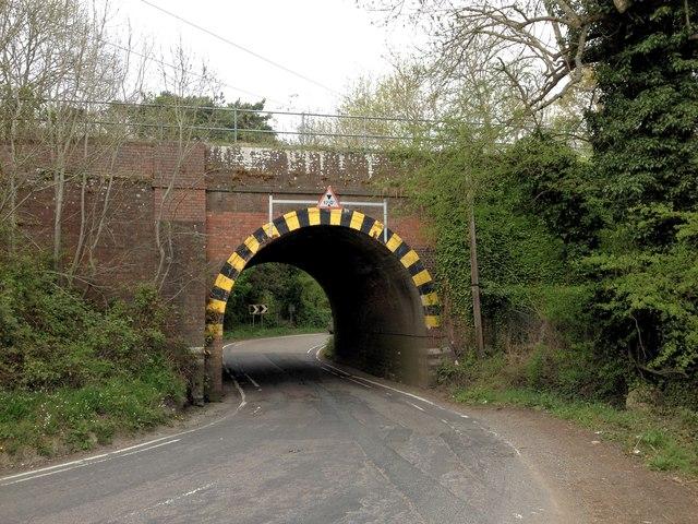 Railway Bridge over the B2027, near Bough Beech