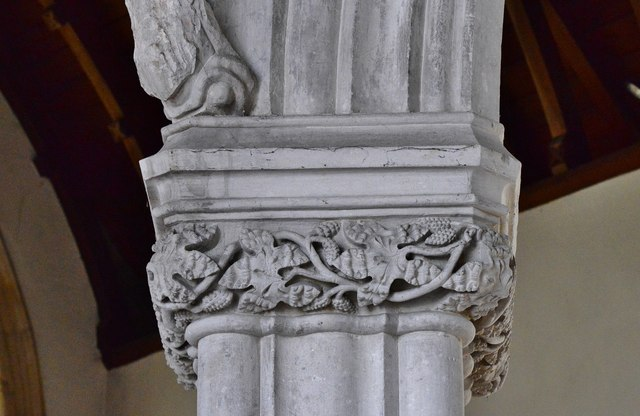 Colyton, St. Andrews Church: Undercut nave capital 1