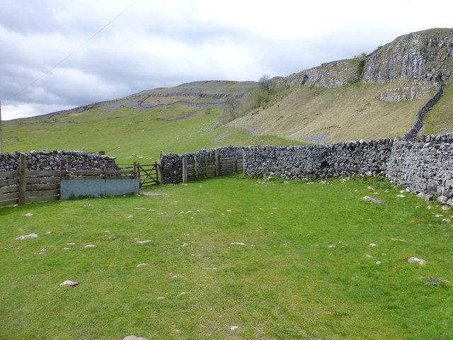 Sheep Wash enclosure at Crummack