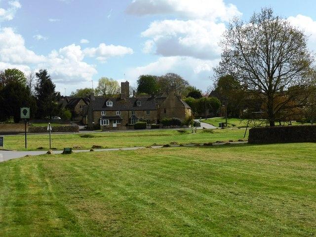 Bledington village green