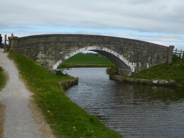 Leeds and Liverpool Canal:  Bridge 158