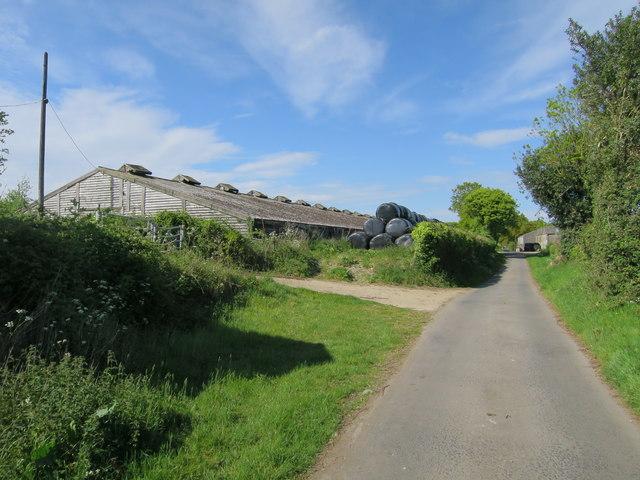 Farm buildings at Stonelands Gill