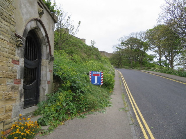 Castle Road, Scarborough, a gateway and a boundary stone
