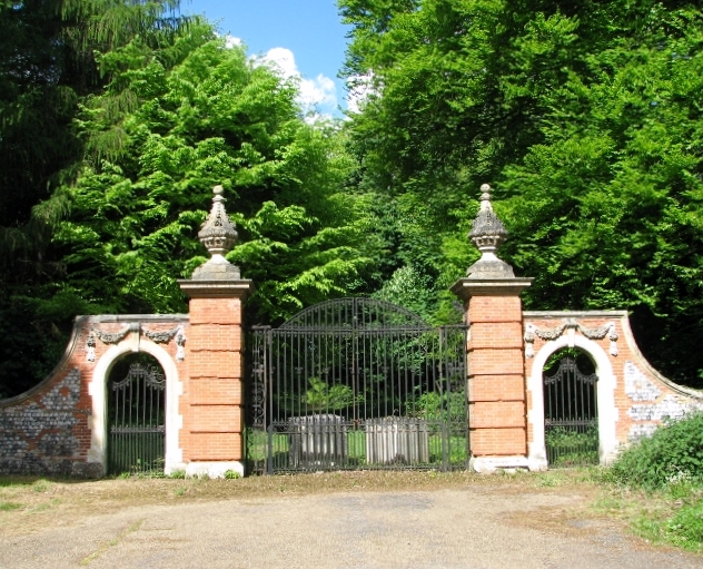 Former entrance into the grounds of Whitlingham Hall