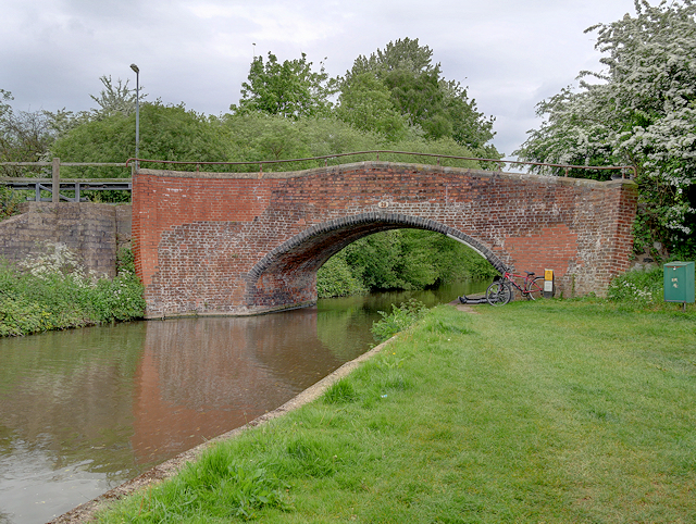 Trent and Mersey Canal, Bridge 29 (Hillfield Lane)