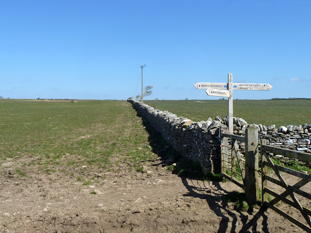 Junction of ways near Eastington Farm