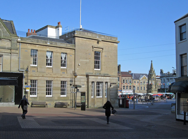 Mansfield - Town Hall and Bentinck Memorial - from Market Street