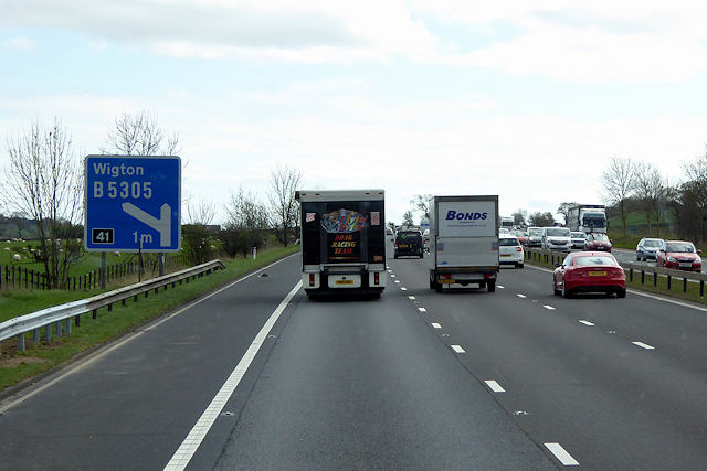 Southbound M6 approaching Junction 41