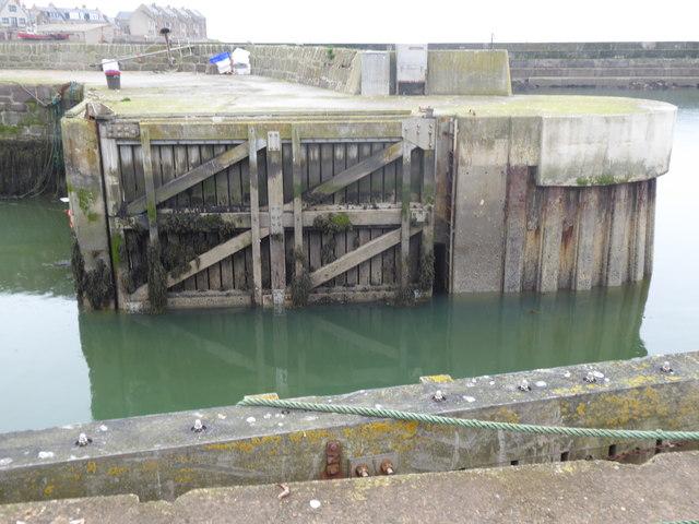 Inner Harbour gates, Gourdon