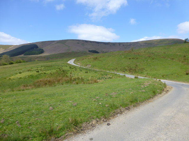 The winding road near Tunstall Ings