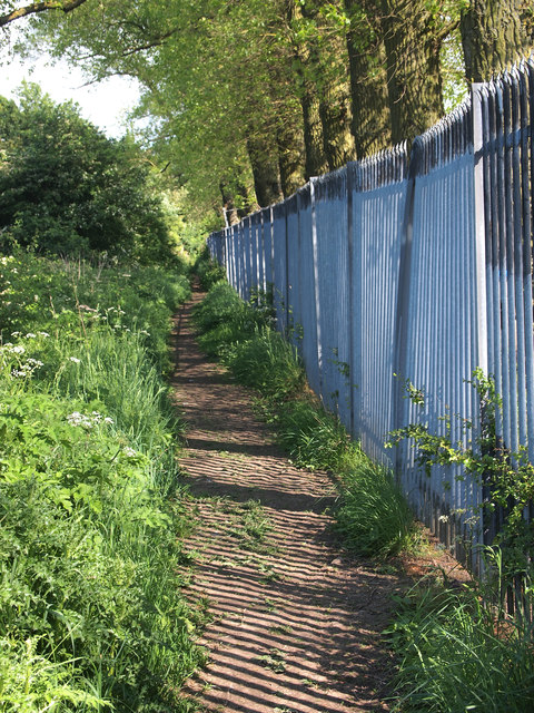 Footpath next to Welton Sailing Club