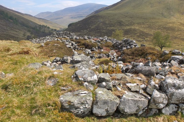 Ruined shielings, Ach Mhairc Mhoir