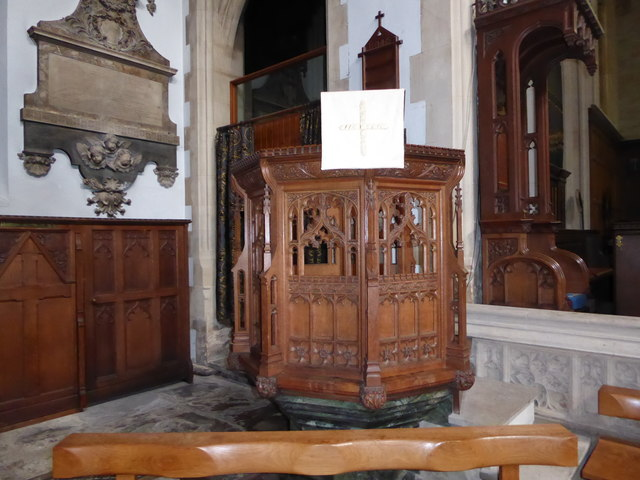 St Mary the Virgin, Mortlake: pulpit
