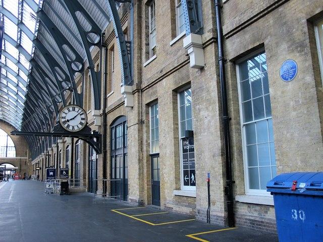 King's Cross station platform 8 (2)