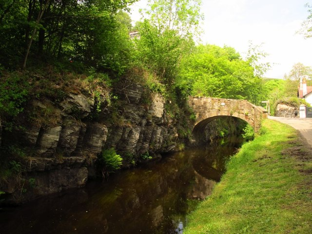 Rock cutting on the Llangollen Canal