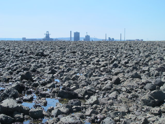 Exposed rocks east of the South Gare Breakwater at low tide (1b)