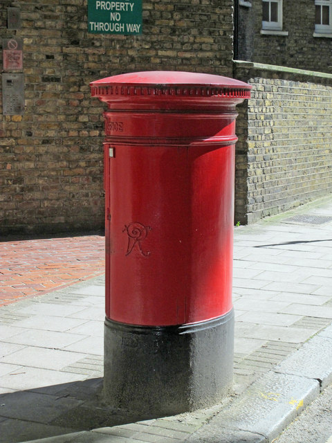 Victorian postbox, Rosebery Avenue, EC1 (2)
