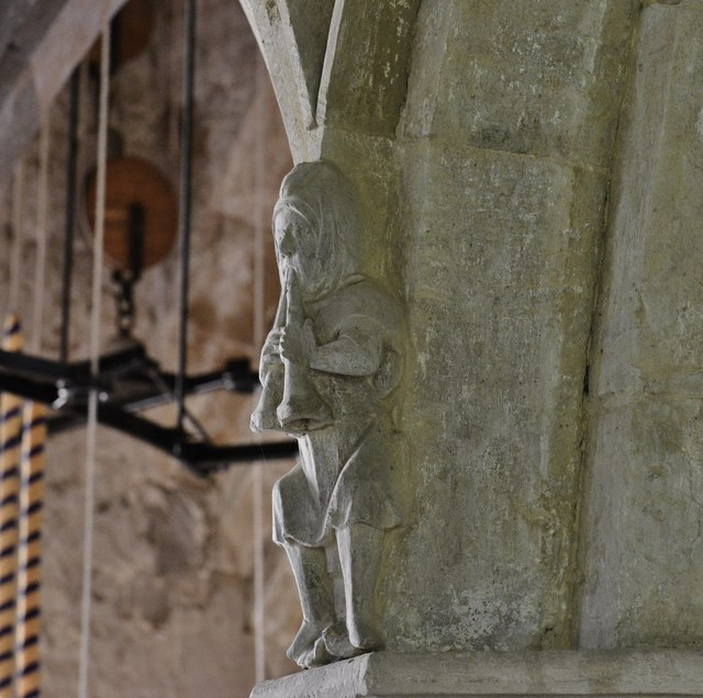 Hanwell, St. Peter's Church: Medieval musicians above the nave capitals 2