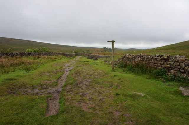 10-27am fingerpost near Smithy Hill