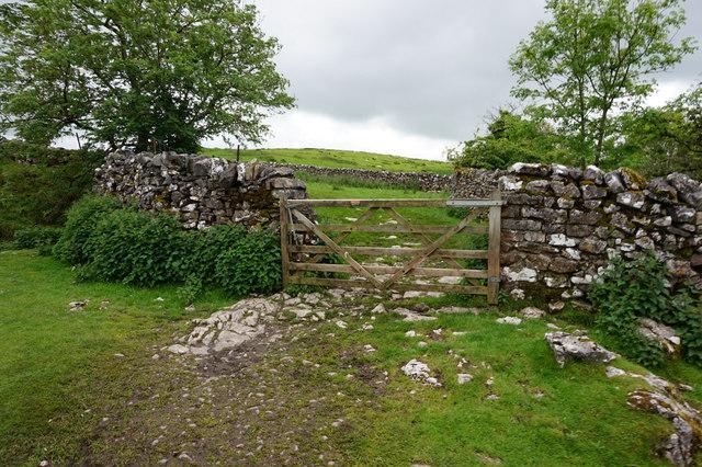 12-06pm gate near God's Bridge