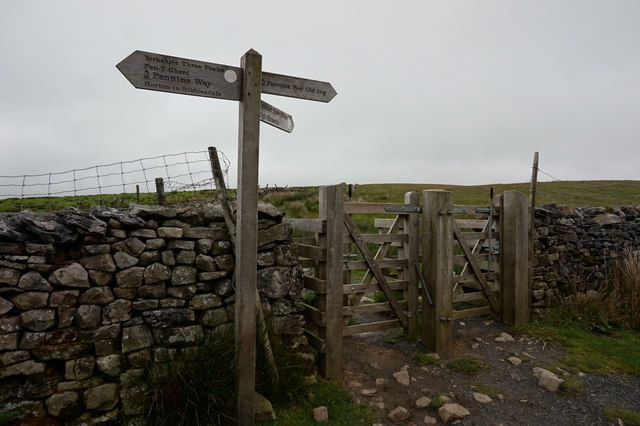 12-38pm fingerpost near Long Mires