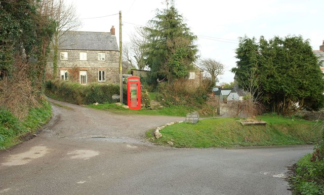 Cottage and phone box, Burlawn
