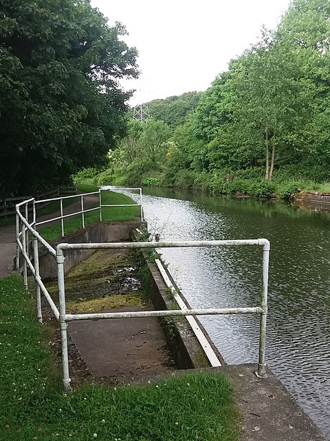 Canal overflow at Thackley End