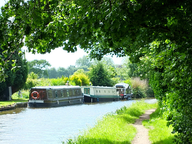 Leeds - Liverpool Canal at Such Hey Wood