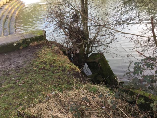 Damaged abutment at Edmondscote weir, Leamington