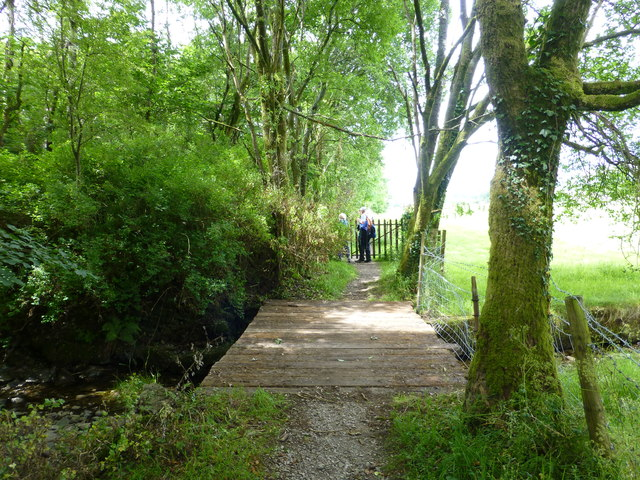 Footbridge and gate on path to Beckmickle Ing