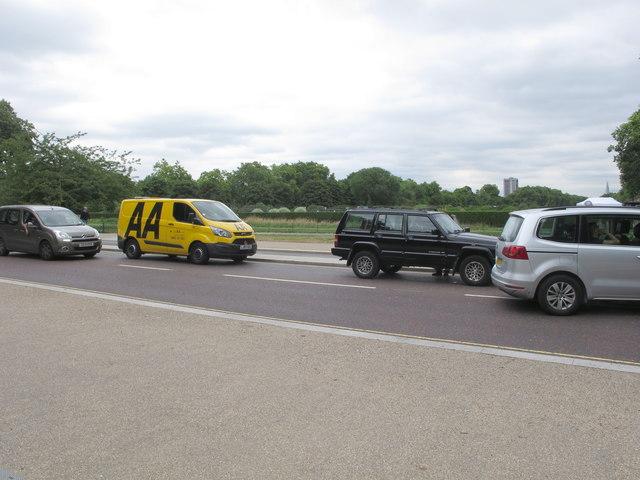 AA van with Jeep SUV broken down in Kensington Gardens