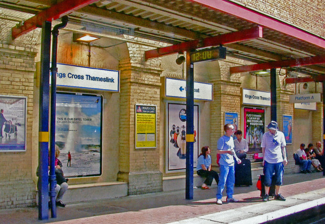 People on Down platform, King's Cross Thameslink 2007