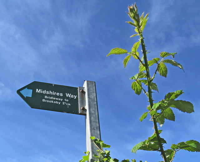 Midshires Way sign