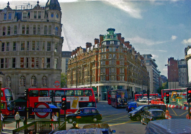 Knightsbridge: major intersections at entrance to Underground station, 2000