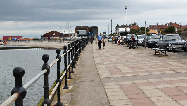 West Kirby promenade, marine lake and sailing school