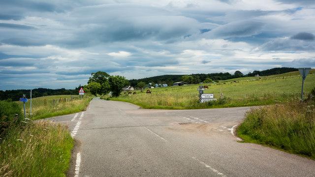 Crossroads - left to Cantraybridge
