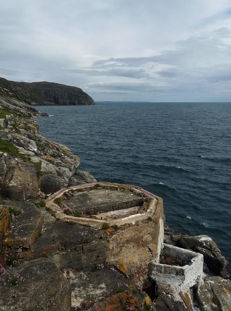 Disused platform below Milaid Point Lighthouse, Gob na Miolaid, Isle of Lewis