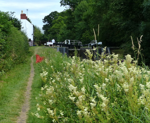 Lock keeper's cottage and Newton Top Lock