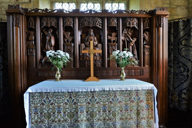 Buckland, St. Michael's Church: The altar and Arts and Crafts reredos