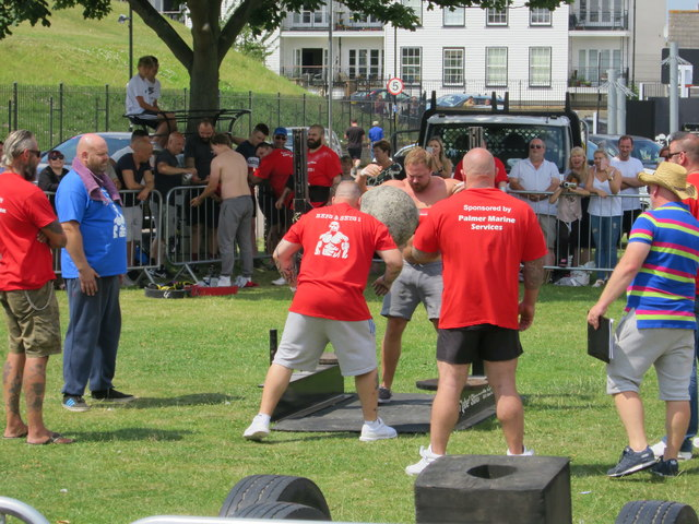 Strong Man competition, Gordon Promenade