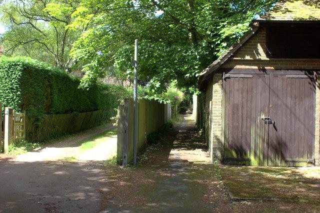 Footpath to Cross Oak Road at Anglefield Road