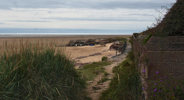 The coast approaching Hilbre Point